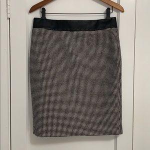 Ann Taylor skirt, 8, length 22 inches, black&wht